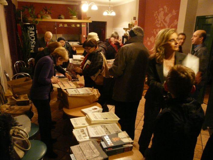 http://www.solidarni.waw.pl/2011/18XI_Milanowek/P1060595.jpg
